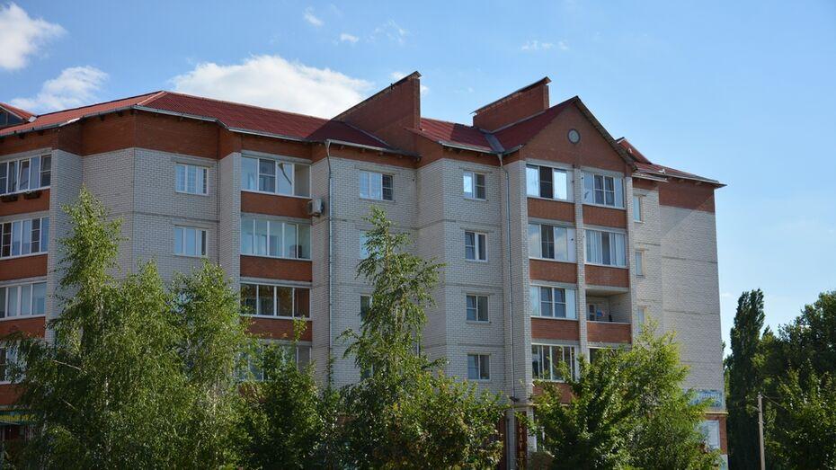 В Воронежской области с четвертого этажа упала 54-летняя женщина
