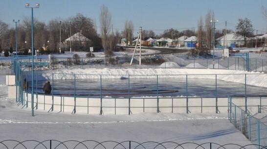 В Репьевском районе залили 8 катков