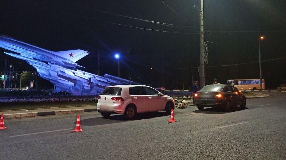 В Воронеже разыскивают водителя, сбившего коляску с 4-месячной девочкой у «самолета»