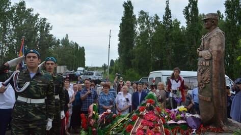 В Калаче открыли памятник герою-пограничнику Евгению Родионову