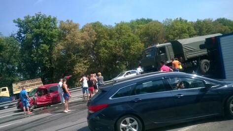 ДТП под Воронежем спровоцировало пробку на трассе М4 «Дон»