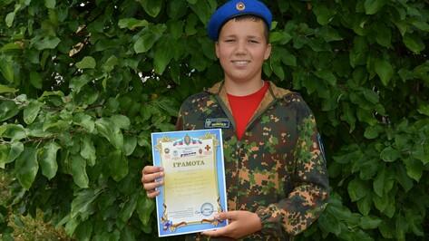 Школьник первым из богучарцев побывал в межрегиональном военно-патриотическом лагере «Честь имею!»