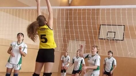 Эртильские школьницы победили в зональных соревнованиях по волейболу