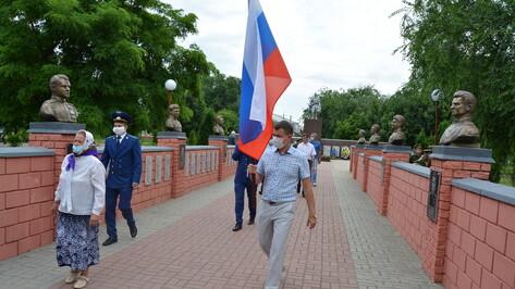 В Богучаре в парке установили 8 бюстов земляков – Героев Советского Союза