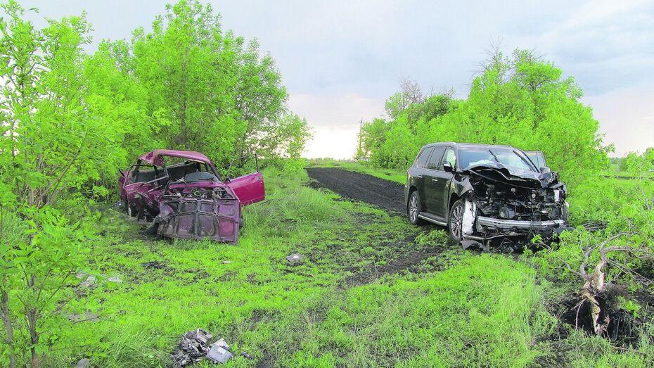 В Воронежской области столкнулись «ВАЗ» и Lexus: погибли трое