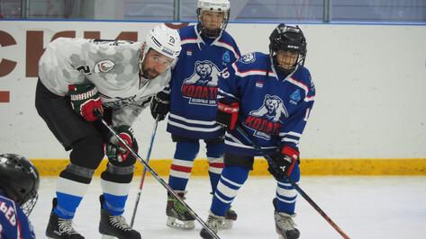 Чемпион мира по хоккею Данис Зарипов провел мастер-класс в Нововоронеже