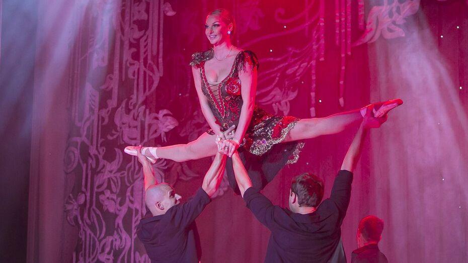 Анастасия Волочкова вместо балетных па показала воронежцам шпагаты