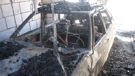 В Богучарском районе дотла сгорели 2 машины