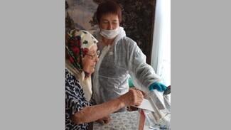 В Верхнемамонском районе проголосовали 3 старейшие жительницы
