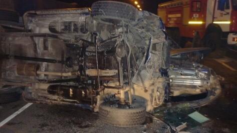 Два человека погибли и 4 ранены в аварии в Воронежской области