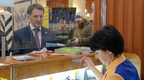 Алексей Гордеев подписал на «Мурзилку» четыре воронежских детских дома