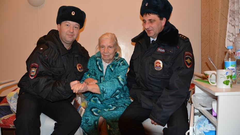 Поворинские полицейские спасли лишившуюся чувств одинокую пенсионерку