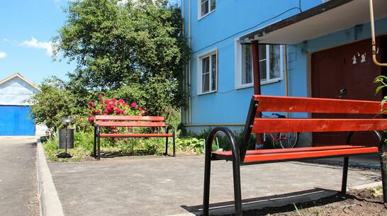 Двор самого многоквартирного дома лискинского поселка совхоза «2-я Пятилетка» благоустроили