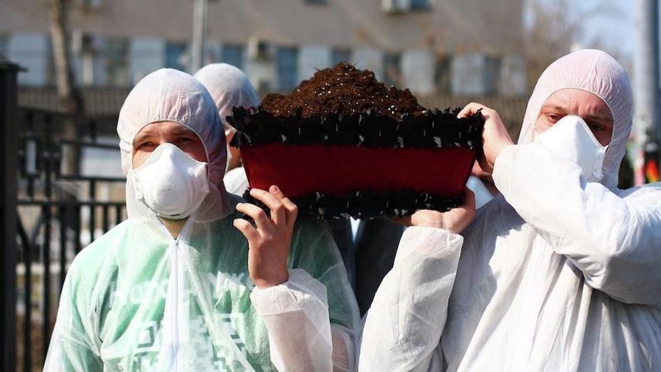 Сегодня в Москве ритуально похоронили воронежский чернозем