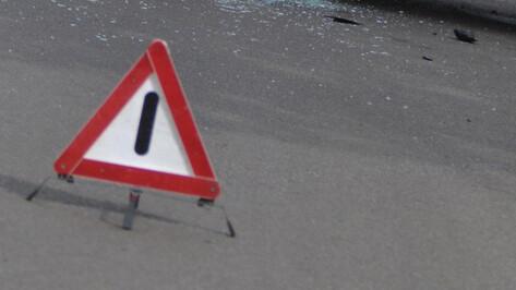 При столкновении Mitsubishi и ВАЗа в Бобровском районе пострадали женщина и подросток