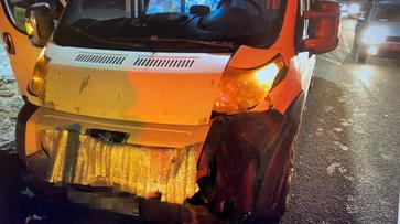 В ДТП с маршруткой в Воронеже пострадали трое взрослых и 6-летний мальчик