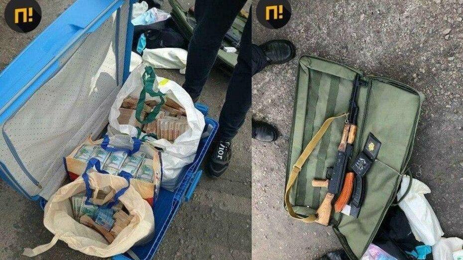 Появились подробности задержания лжеследователя с чемоданом денег в Воронежской области