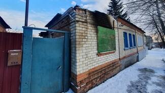 При пожаре в двухквартирном доме в Острогожске погибла 49-летняя женщина