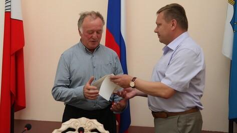 В Острогожске вынужденной переселенке и ликвидатору Чернобыльской аварии вручили сертификаты на жилье