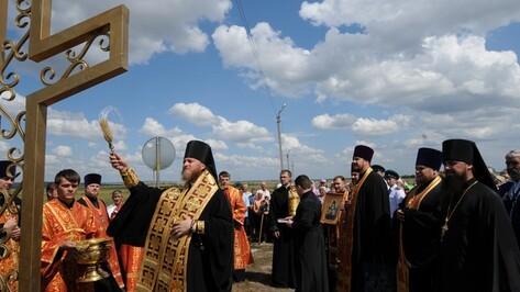 В Ильин день российские и украинские священнослужители освятили на границе Поклонный крест