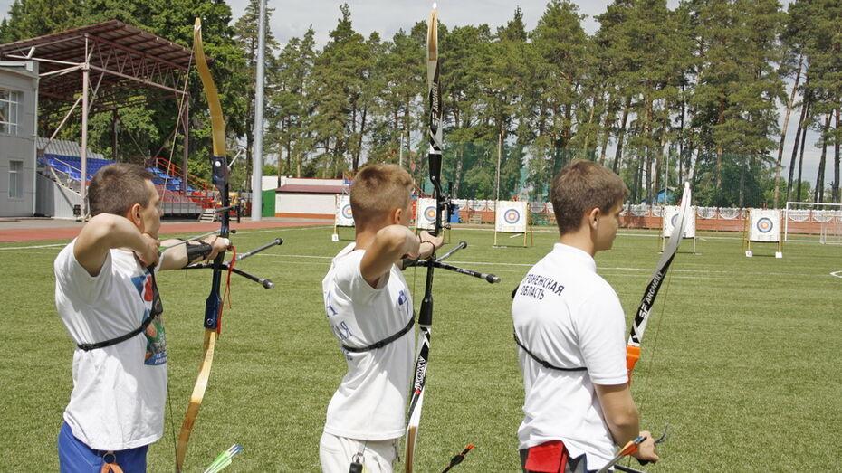 Аннинские стрелки из лука победили в областных соревнованиях