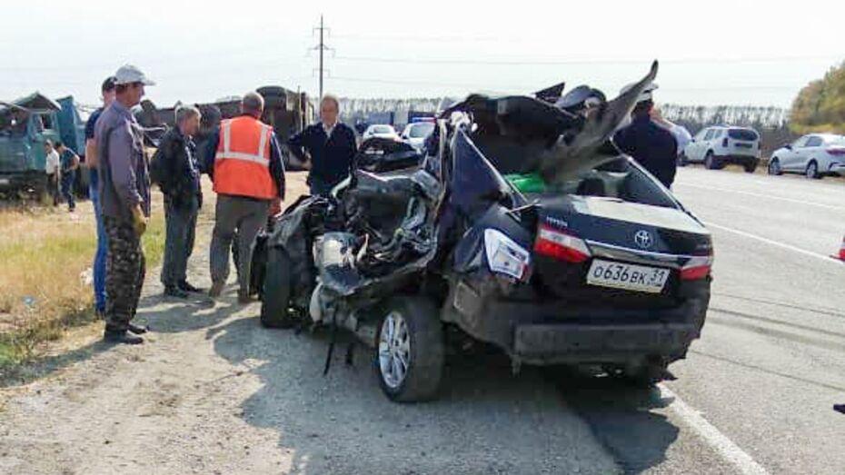Появились фото с места аварии с 3 жертвами в Воронежской области