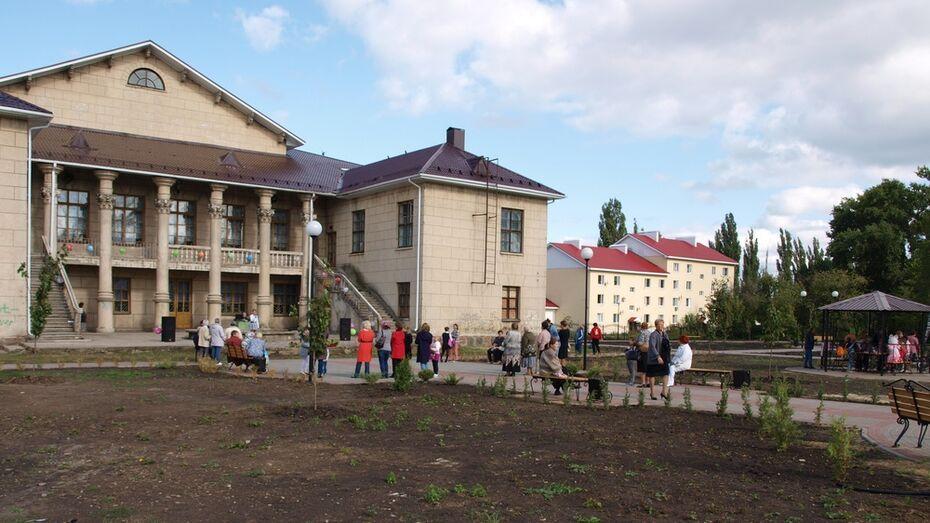 В семилукском поселке Стрелица восстановили единственный парк