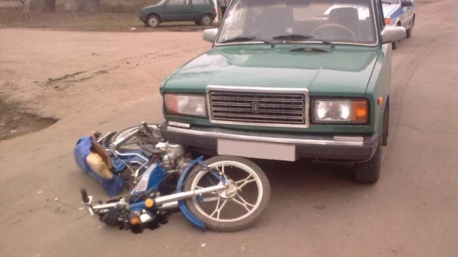 В Воронежской области столкнулись «ВАЗ» и мопед: двое пострадали