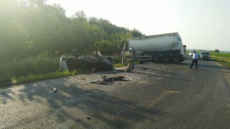 Под Воронежем 3 пассажира такси погибли после столкновения с грузовиком