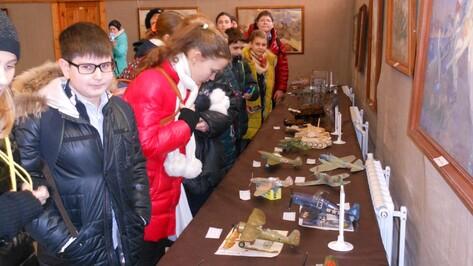 Школьники собрали модели военной техники для воронежского музея