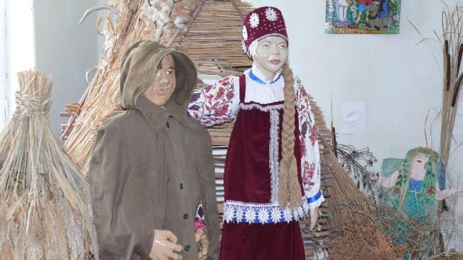 Преподаватель из Верхнемамонского района вместе с учениками создает кукольный театр