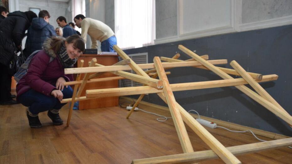 Воронежцам показали, как в домашних условиях соорудить мост Леонардо да Винчи