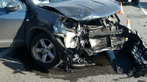 Таксист на Skoda погиб в Воронеже при столкновении с грузовиком
