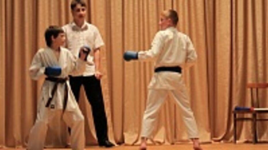 Хохольские спортсмены заняли призовые места на соревнованиях по каратэ в Поволжье