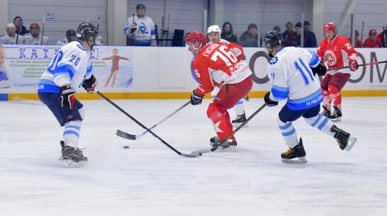 Энергетики сыграли в хоккей с легендами сборной СССР в Нововоронеже