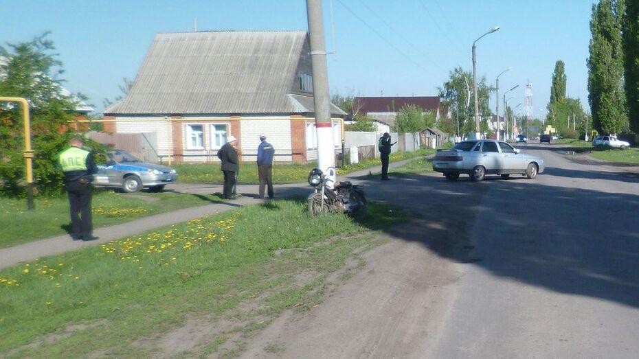 В Таловой «ВАЗ» сбил водителя мопеда