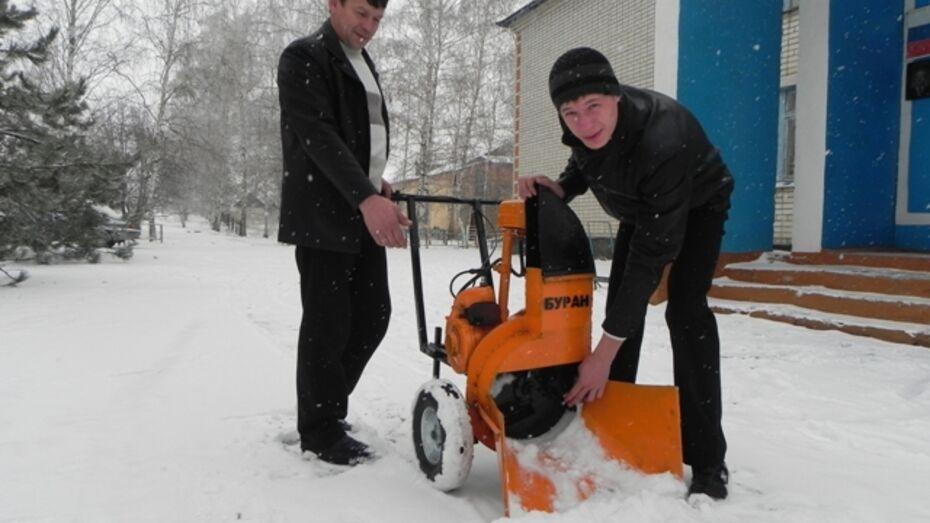 Кантемировский школьник собрал снегоуборщик из ненужных вещей