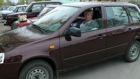 В Подгоренском районе глава сельского поселения получила автомобиль за отличную работу