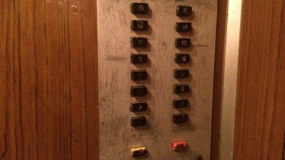 Прокуратура нашла опасные лифты в 30 домах Воронежа