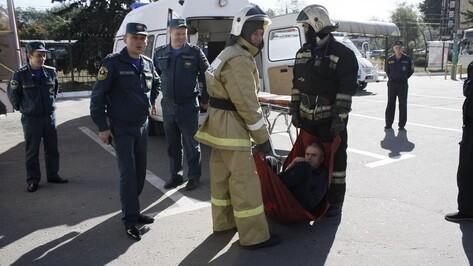 На учениях на автовокзале Воронежа из «горящего» автобуса вытащили 12 человек