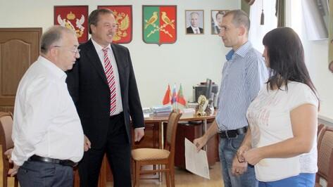 Таловская многодетная семья получила помощь в приобретении жилья