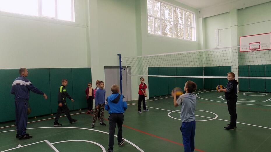В эртильской сельской школе впервые за 30 лет капитально отремонтировали спортзал