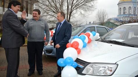 Нижнедевицкого механизатора наградили автомашиной