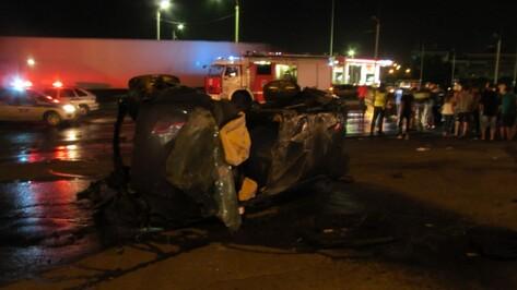 В Воронеже в ДТП погибли 22-летний водитель Ford и 25-летняя пассажирка «ВАЗа»
