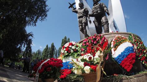 Члены правительства Воронежской области поздравили десантников с праздником