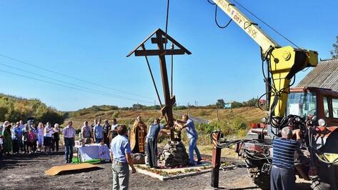 В панинском селе на месте разрушенного храма установили поклонный крест