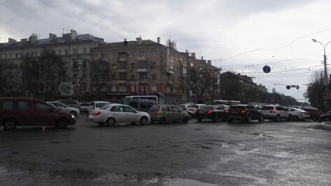 В Воронеже из-за неработающего светофора на Московском проспекте образовалась пробка
