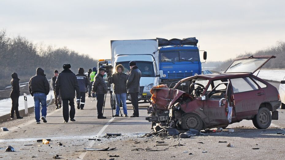 В Воронежской области в ДТП с 5 машинами погибли 4 человека