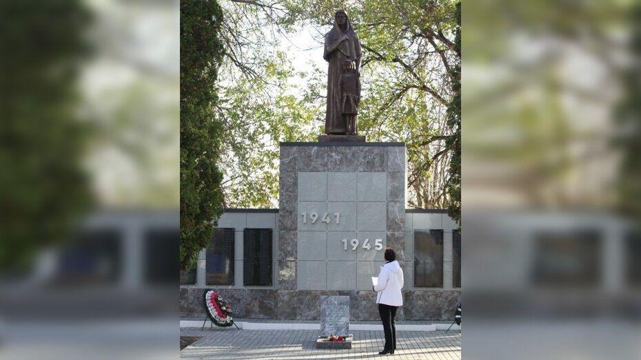 На памятнике погибшим землякам в аннинском селе заменили скульптуру