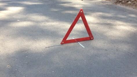 В Воронежской области водитель иномарки погиб в ДТП с отцепившимся прицепом
